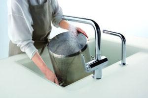大きななべが洗いやすい水平・垂直デザイン TOTO